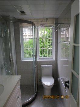 阳光嘉园98号304室现代卫生间